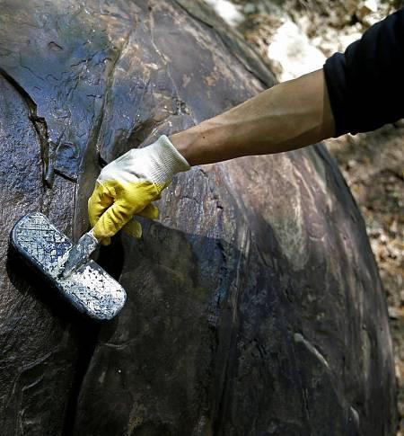 Según las primeras estimaciones, la piedra pesaría unas 30 toneladas.
