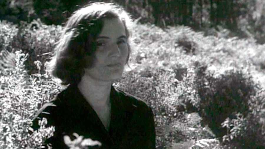 Carmen Laforet fue una mujer huidiza y bohemia que terminó bloqueada, llegandoa sufrir fobia a la escritura.