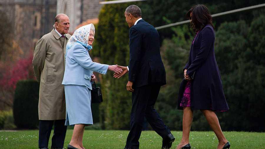 Obama saluda a la reina Isabel II en Windsor