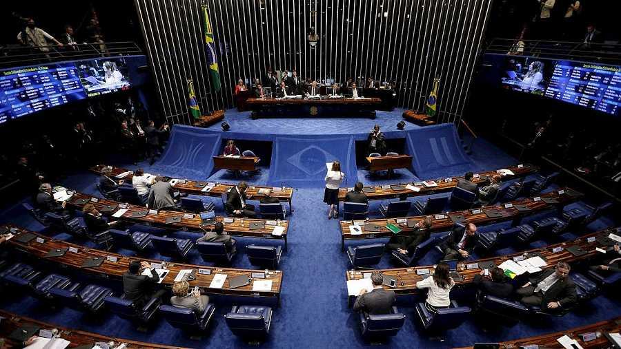 Miembros del Senado de Brasil durante el debate sobre la destitución de Dilma Rousseff, el 11 de mayo de 2016. REUTERS/Ueslei Marcelino