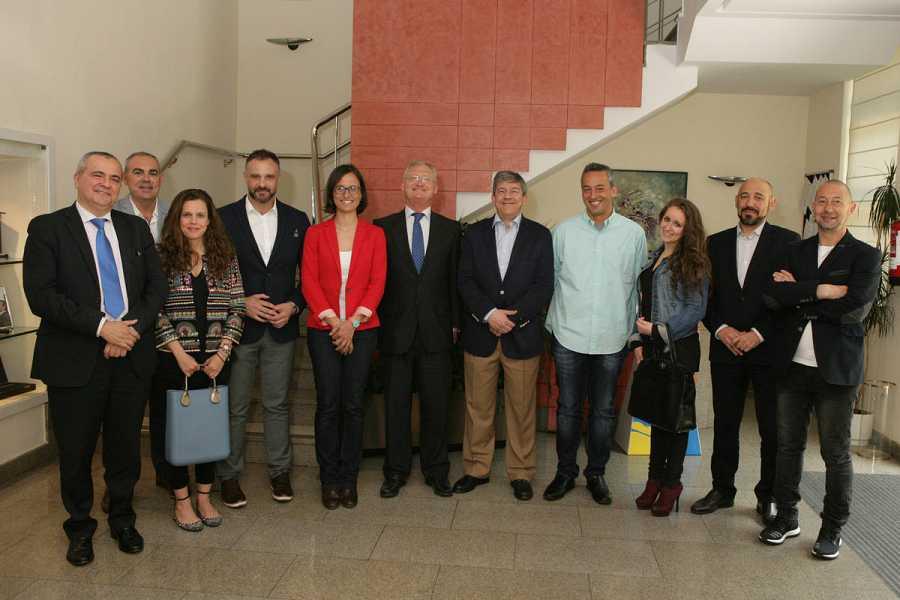 Foto de familia del jurado de los Premios Tiflos de Periodismo en las categorías de radio y televisión.