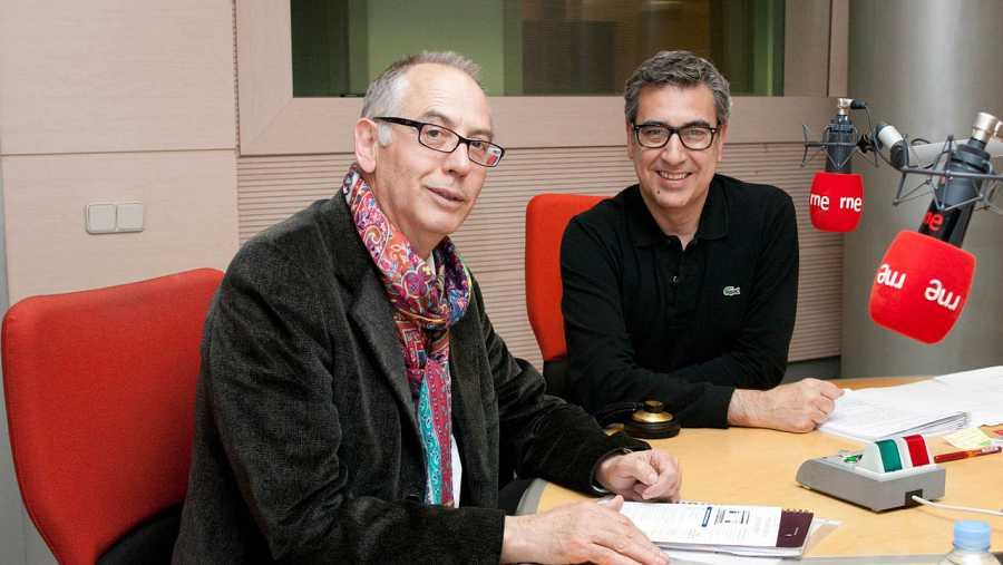 Fernando Veslasco, con Arturo Martín, director de 'Memoria de delfín'