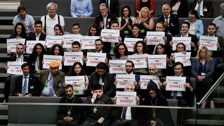 Miembros de la comunidad armenia agradecen el gesto del parlamento alemán en el Bundestag
