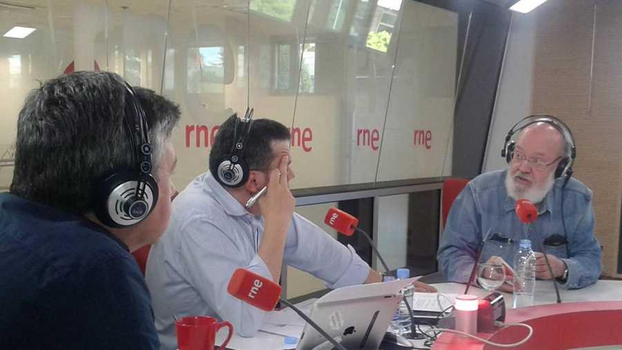 Jose Luis Cuerda en  'Las mañanas de RNE' con Alfredo Menéndez y Ramón Arangüena