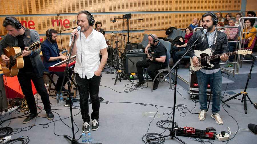 Sonaron en acústico temas incluidos en 'El Poeta Halley' y grandes éxitos