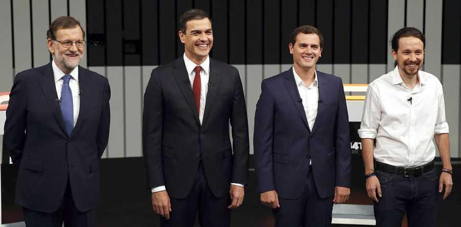Mariano Rajoy, Pedro Sánchez, Albert Rivera y Pablo Iglesias en el plató momentos antes de iniciar el debate a cuatro.