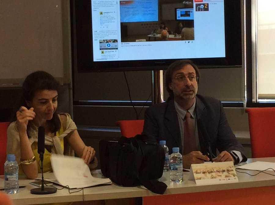 José Luis García Hernán-Pérez, subdirector de Medios de Radio Nacional de España y Montse Rigall, redactora de TVE