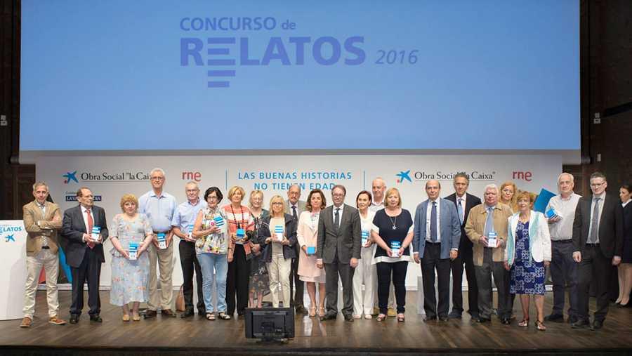 Foto de familia del VIII Concurso de Relatos Escritos por Personas Mayores.