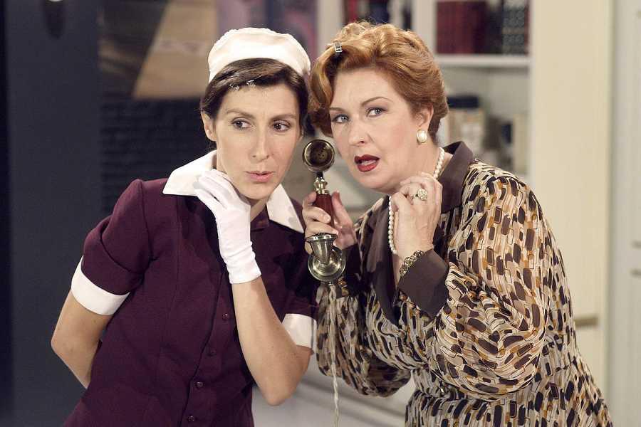La obra adapta para televisión la comedia de la dramaturga Carol López