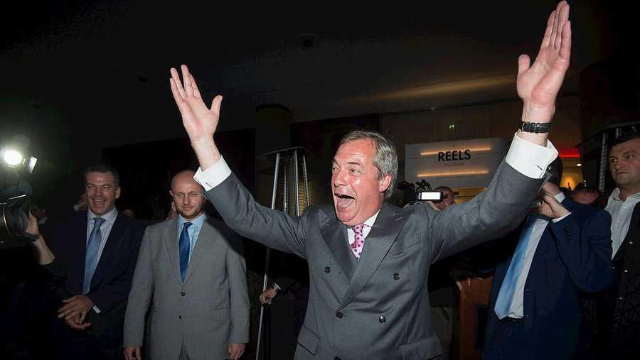 Nigel Farage, victorioso tras conocer que el resultado del referéndum es favorable al Brexit