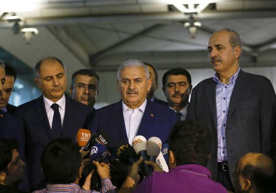 El primer ministro turco, Binali Yildrim, comparece ante los medios