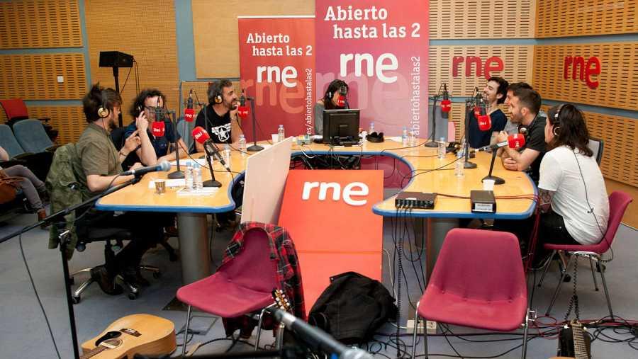 Un momento del programa, con Antílopez, Miguel Ángel Hoyos y el resto de colaboradores