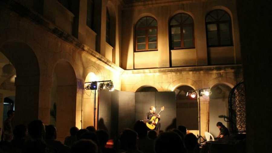 Claustro de la Biblioteca de San José durante el Festival de Guitarra Ciutat d'Elx
