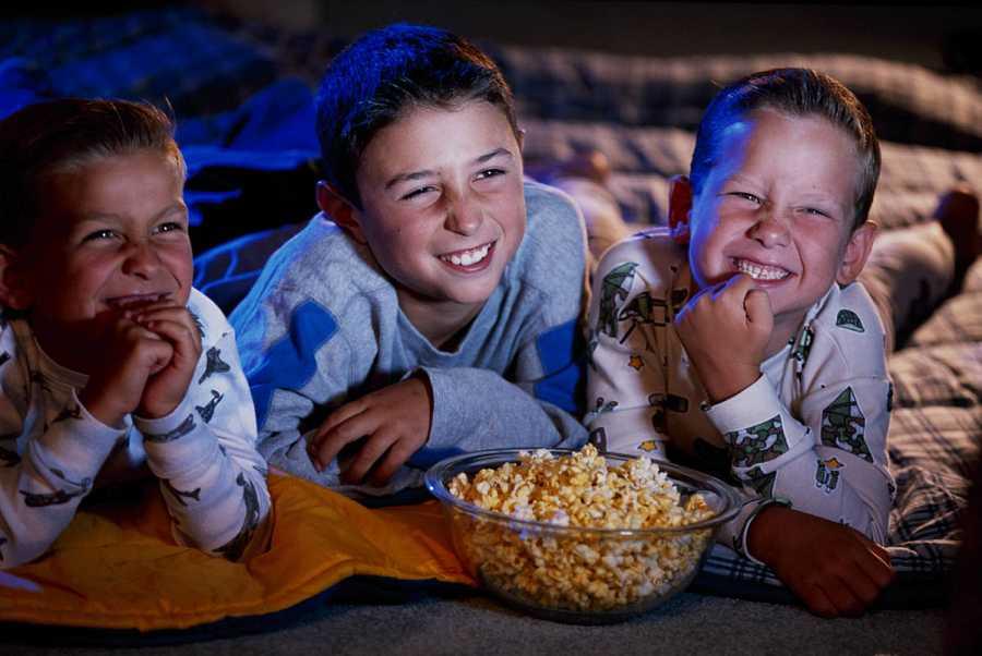 Reunión de amigos para ver una película
