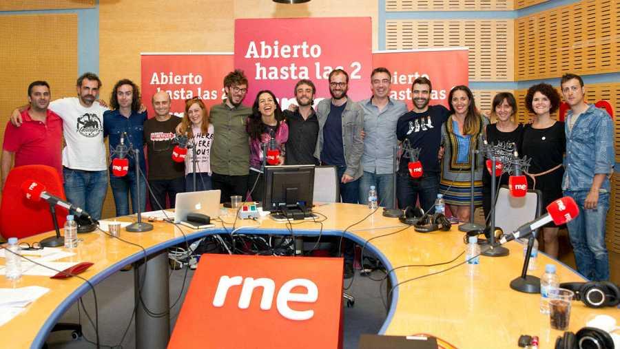 Anaut, con todo el equipo del programa: Paloma Arranz, Pepe Viyuela, Miguel Ángel Hoyos, Antílopez y Patricia Costa, entre otros.