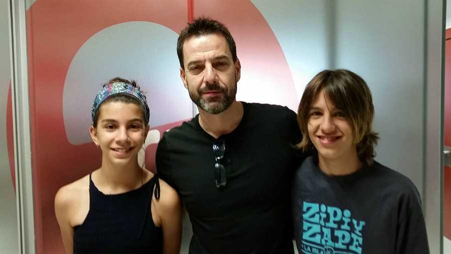 Íria Castellano, Oskar Santos y Teo Planell, en RNE