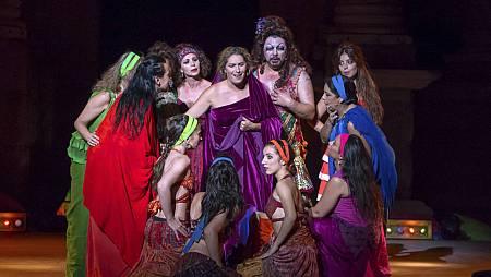 Un momento de la versión flamenca de 'Lisístrata', de Aristófanes, protagonizada por Antonio Canales, Estrella Morente y Aída Gómez.