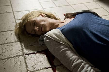Alice es atacada por un desconocido y entra en coma
