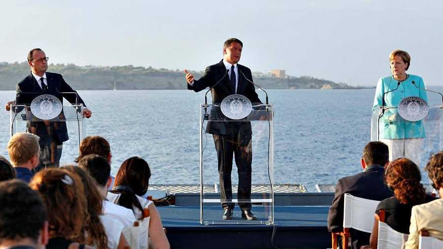 Rueda de prensa de Hollande, Renzi y Merkel a bordo del portaaviones 'Garibaldi'