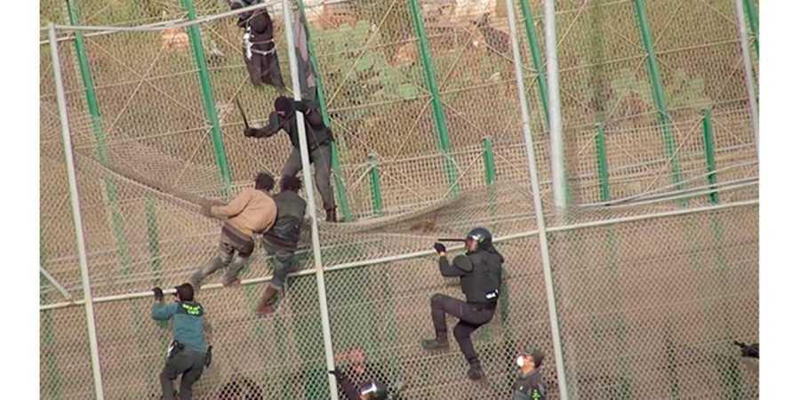 El documental pone cara a los subsaharianos que se juegan la vida saltando la valla