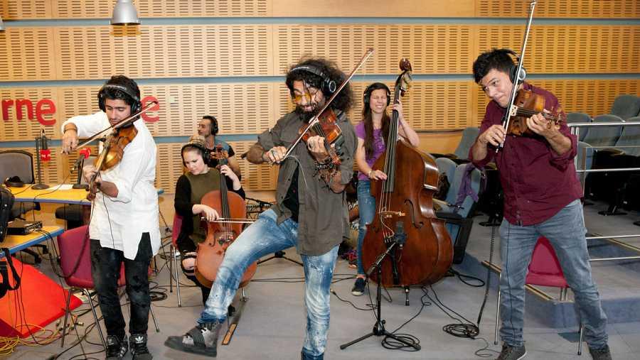 Ara Malikian y sus músicos, en pleno acústico