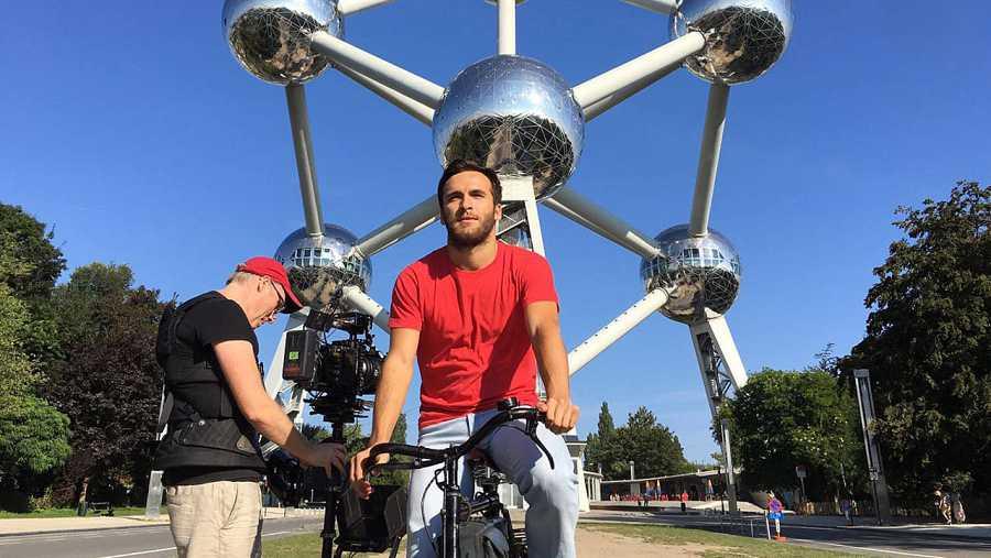 Ricardo Gómez, ante el Atomium en Bruselas