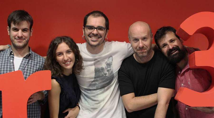 Rubén Luengo, Paola García, Gustavo Adolfo Bautista, Gustavo Iglesias y Ángel Carmona preparados para despertarte