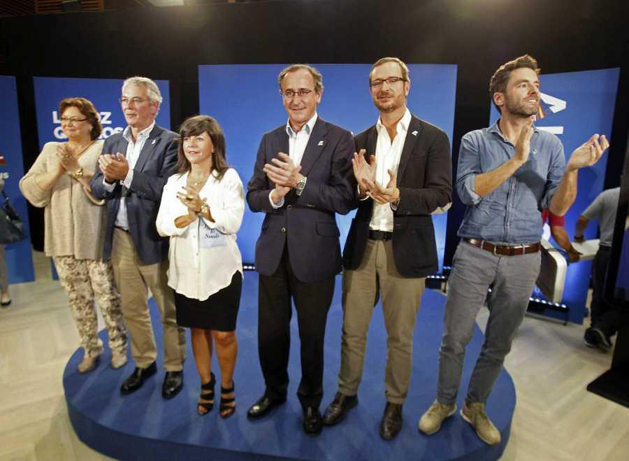 Alfonso Alonso, junto a los cabezas de lista Antón Damborenea y Borja Sémper