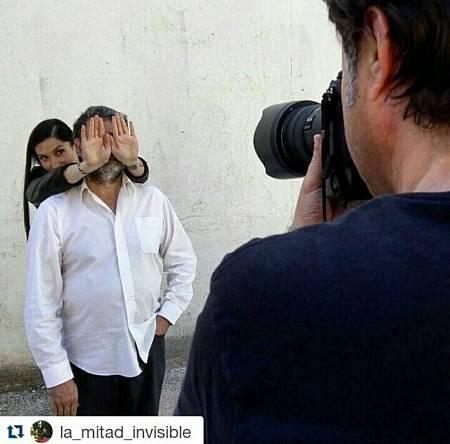 Con la ayuda inestimable de nuestro fotógrafo Josep Echaburu, Clara Peñalver intenta sorprender al autor de