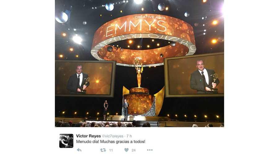 Victor Reyes recoge su Emmy por 'The Night Manager'