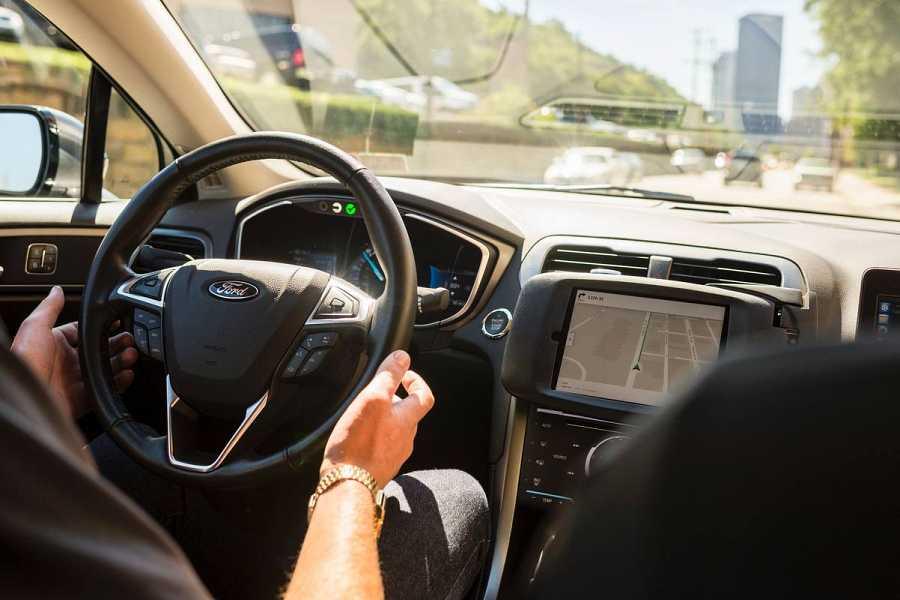 Así es el panel delantero del coche autónomo de Uber