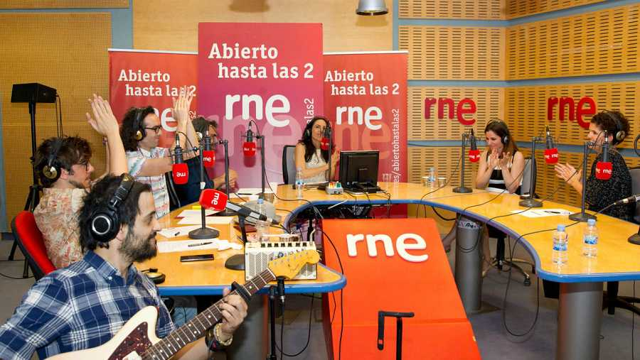 Paloma Arranz, Diana Navarro, Miguel Ángel Hoyos, Antílopez y Patricia Costa, en la mesa de 'Abierto hasta las 2'