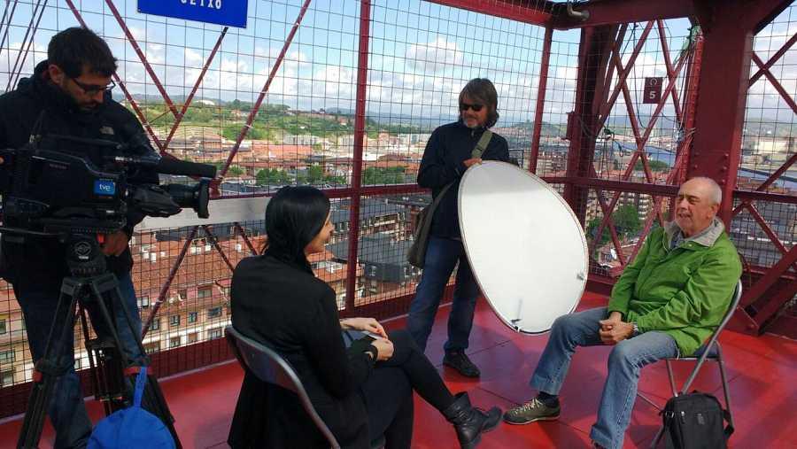 Durante el rodaje de 'La mitad invisible' en el Puente Vizcaya