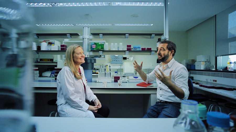 Dolores Corella desde su laboratorio de nutrigenómica en la Universidad de Valencia