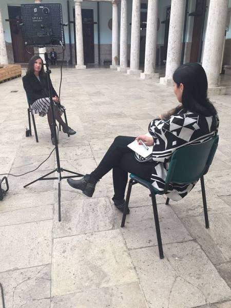 Clara Peñalver, la presentadora de La mitad invisible, durante una entrevista