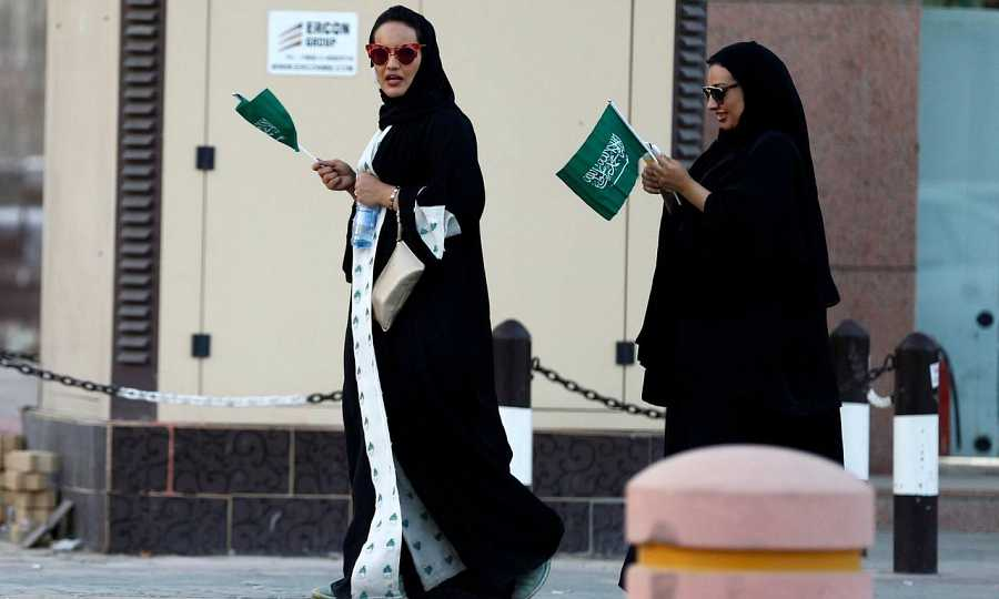 Las mujeres saudíes necesitan el permiso de su tutor varón para realizar cualquier trámite.