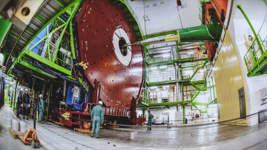 Bajamos hasta los potentes detectores de esta catedral del siglo XXI para estar lo más cerca posible del Big Bang