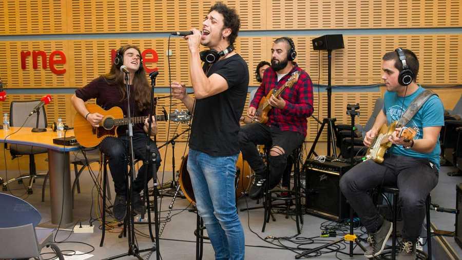 La banda vizcaína, en el escenario de 'Abierto hasta las 2'