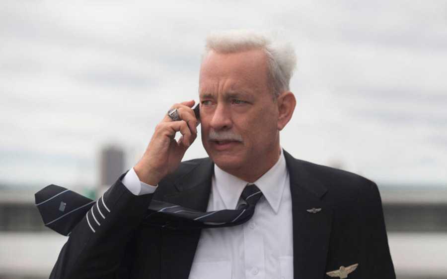 Tom Hanks está fabuloso en su papel de Sully