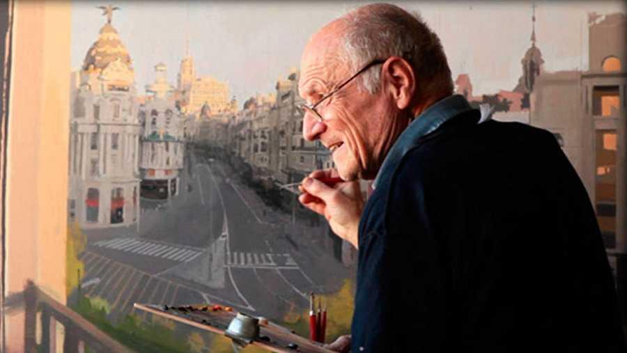 El pintor Antonio López trabajando en una de sus obras