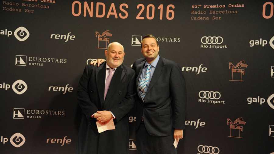 El realizador de 'Sinfonía de la mañana', Manuel Téllez, y el presentador, Martín Llade.