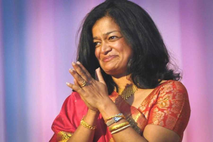 Pramila Jayapal, de 51 años y colaboradora de Bernie Sanders, fue senadora del estado de Washington.