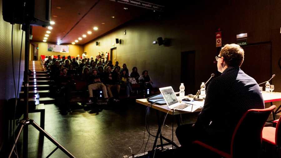 El sector debate fórmulas que revivan la pasión por el cine de sala.