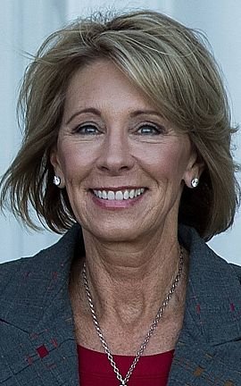 Betsy DeVos, futura secretaria de Educación de EE.UU.
