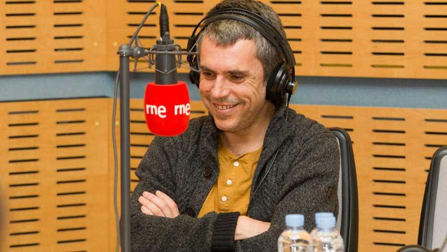 El músico gallego regresa a 'Abierto hasta las 2' para presentar 'Casa'