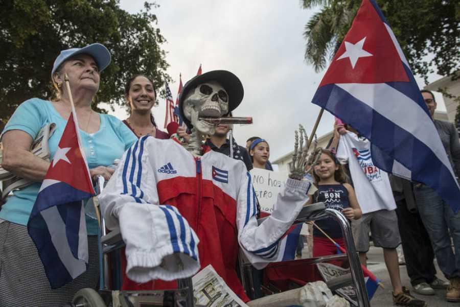 Exiliados cubanos en Miami han despedido al