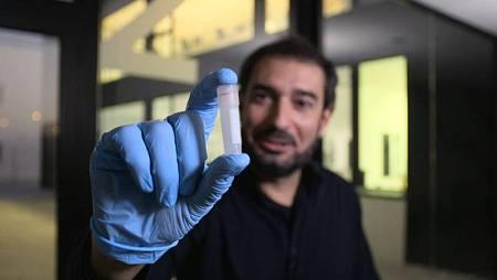 El cazador de cerebros, Pere Estupinyà, en uno de los centros de investigación punteros en España