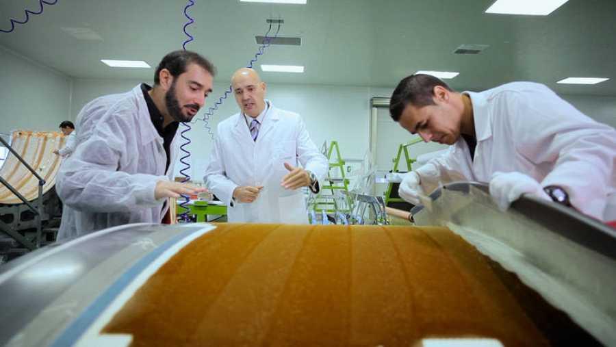 Pere Estupinyà, el 'cazador de cerebros', visita empresas que investigan en nuevos materiales para construir aviones