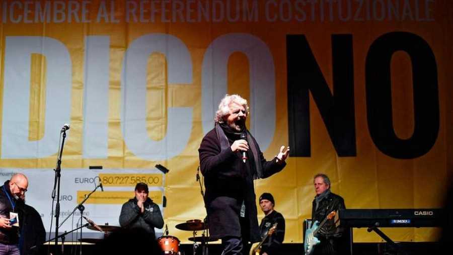 El líder del Movimiento Cinco Estrellas, Beppe Grillo, durante un mítin a favor del 'no' en el referéndum