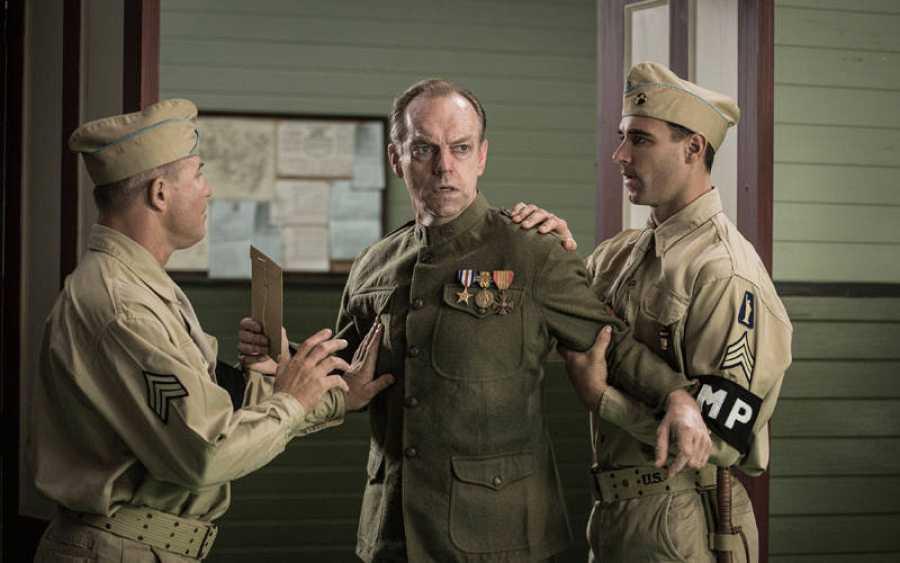 Hugo Weaving ('Matrix'), es el padre del soldado Doss